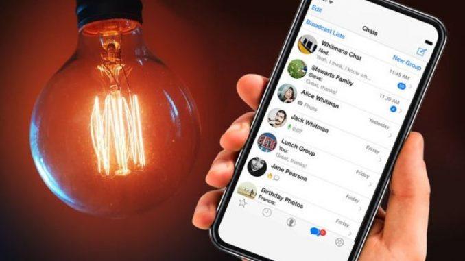 Facebook adds dark mode to app, but stays silent on WhatsApp dark mode